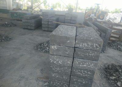 Cordoli basalto a spacco scalpellato