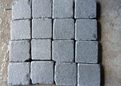 Cubetti in basalto burattato