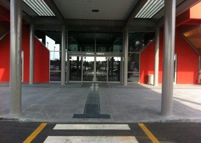 Pavimento esterno lastre basalto sabbiate ingresso Aereoporto S. Egidio (Pg)