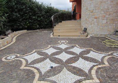 Pavimento in cubetti di porfido con decorazione 2
