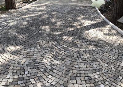Pavimento in cubetti porfido posati ad arco