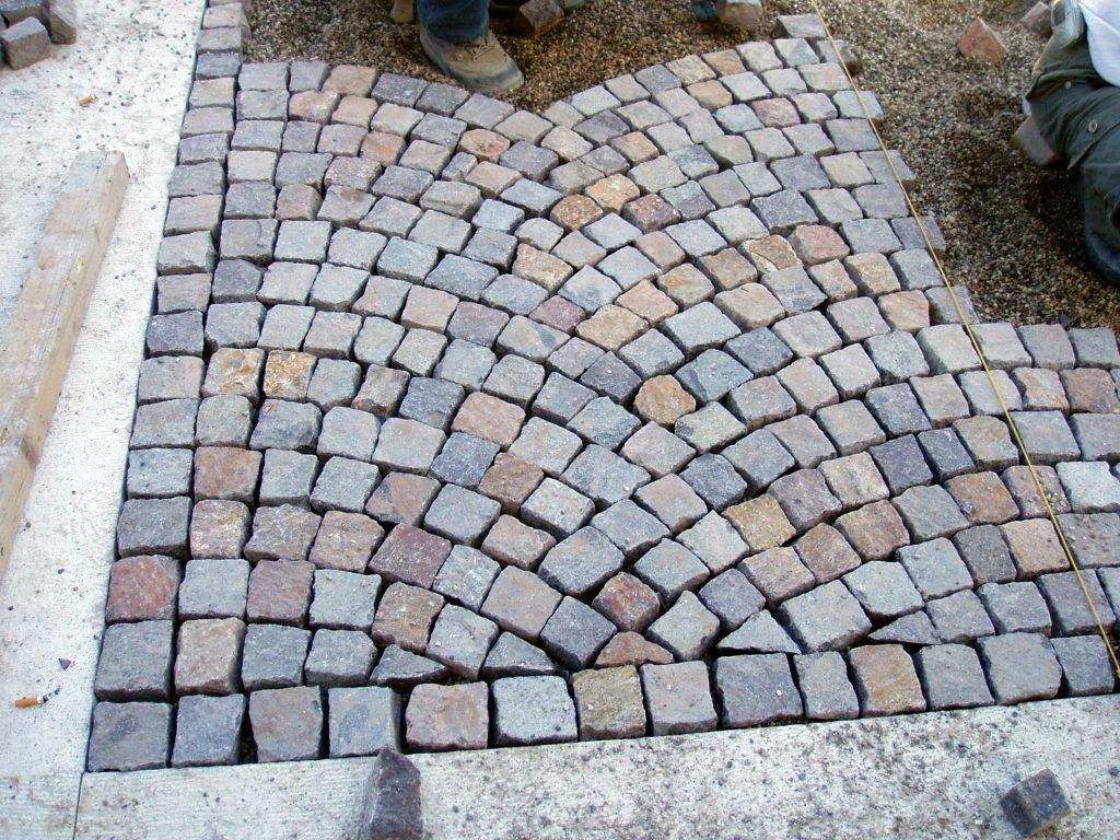 Porfido rosso grigio pavimenti esterni piastrelle scale a for Cabina del tetto ad arco
