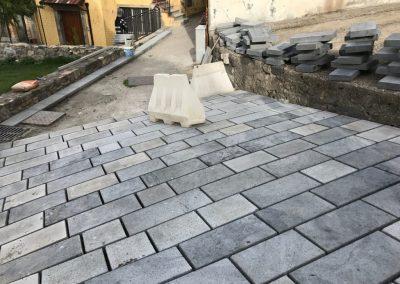 Posa in opera di lastre pietra lavica