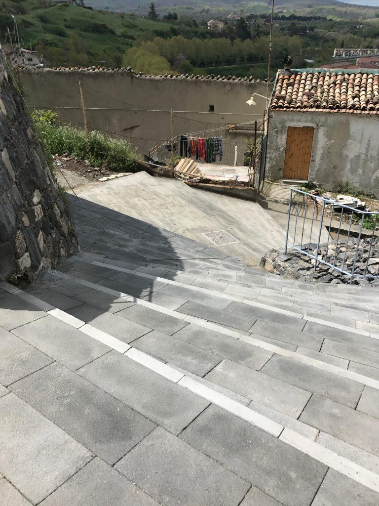 Scale esterne in pietra lavica affordable scala a u for Scale esterne in pietra